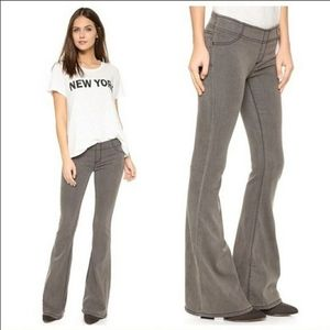 Like New! Free People Pull On Flare Jeans Size 25